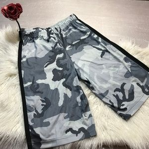 Nike Dry Fit camouflage gym shorts side pockets